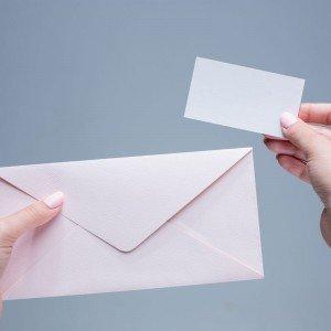 الأظرف ولوازم البريد وملحقاتها